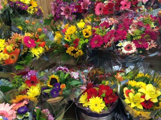 Shopping Trader Joe's Flower Market In Austin