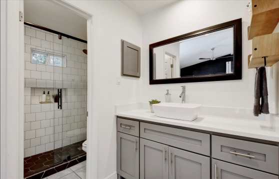 1317 Mearns Meadow Blvd Austin TX 78758 Master Bath